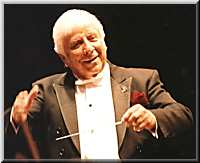 Elmer Bernstein à la tête du Royal Philharmonic Orchestra au London's Royal Albert Hall, en 2002 à l'occasion de ses 80 ans (photo Jean Delamare, © elmerbernstein.com avec l'aimable autoriàsation d'Amber Records)